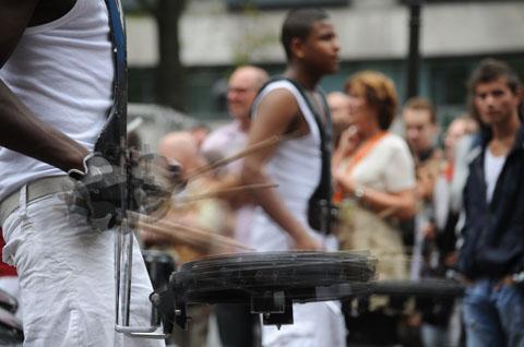 drumband bij de Beurs van Berlage