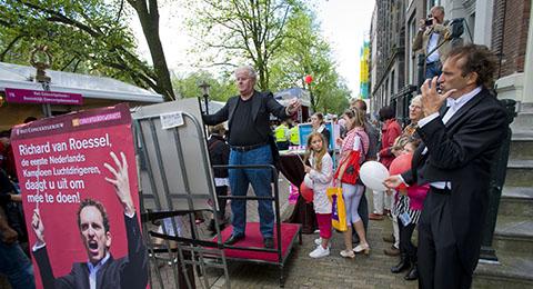 luchtdirigeren tijdens de Amsterdamse Uitmarkt