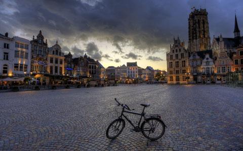 Mijn fiets op de Grote Markt in Mechelen