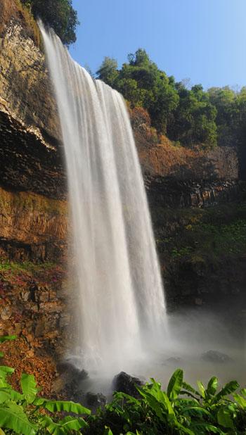 Met overal watervallen kan het ergste stof van lijf en leden gewassen worden. Als je er maar niet probeert onder te staan!