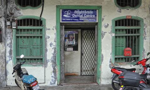 Nee, echt, dit is een uitzondering. Penang heeft ook hele moderne tandartsen. Echt.