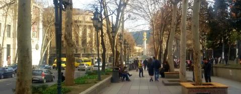 Rustaveli: een straat met veel vroeg-20ste-eeuwse gebouwen.