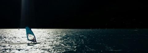 De Ionische eilanden trekken veel windsurfers.